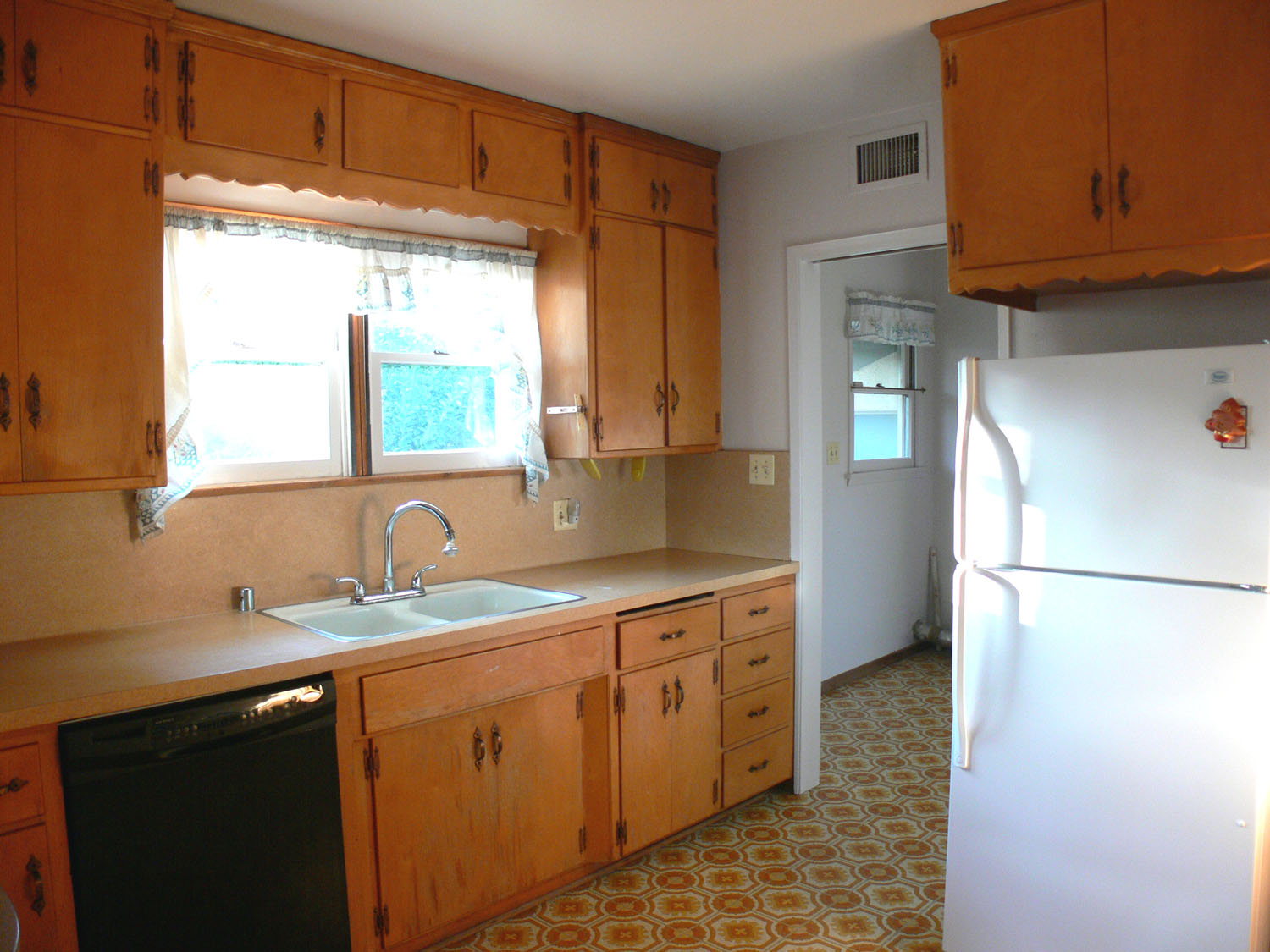 Original kitchen in really good condition. Clean and spacious with amenities like a dishwasher, gas stove, built-in lazy susan and pull-out drawers!